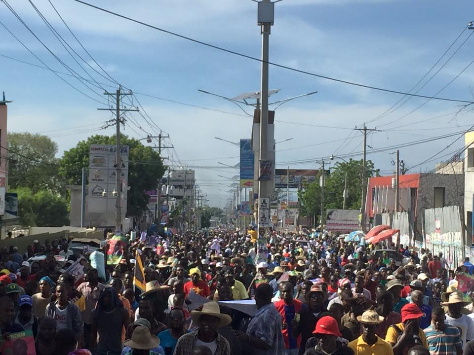 11-20-2015-manifestation anti martelly contre les elections du 25 oct -1