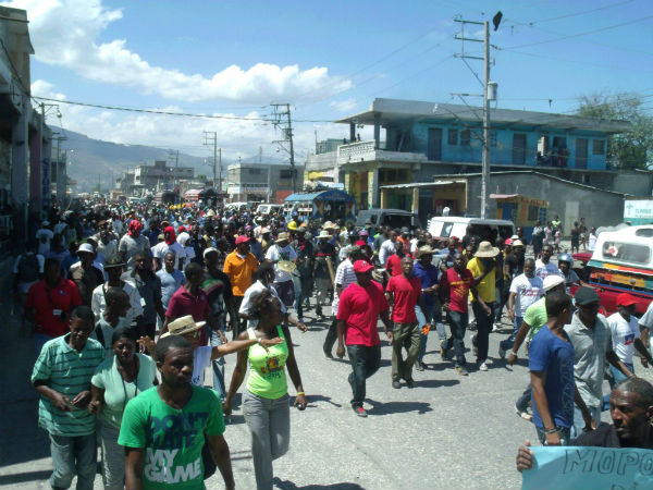 29-mars-2014-manifestation-anti martelly-vue-generale